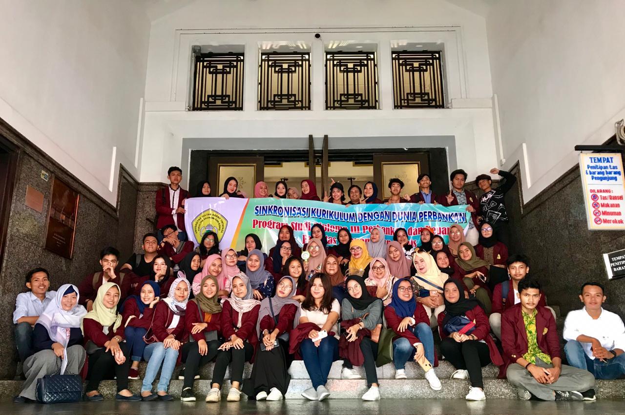 KUNJUNGAN MAHASISWA/I PROGRAM STUDI VOKASI PERBANKAN DAN KEUANGAN KE MUSEUM BANK INDONESIA DAN MUSEUM BANK MANDIRI JAKARTA